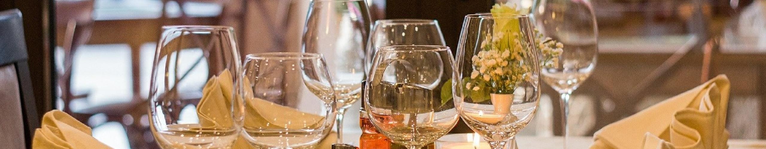 Restaurant drinking glasses panel background